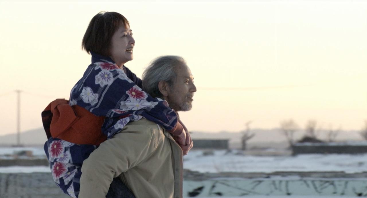 Yasuhiko (the late Isao Natsuyagi) and Chieko Ono (Naoko Otani) enjoy their last moments together